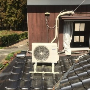 室外機屋根置き工事のサムネイル