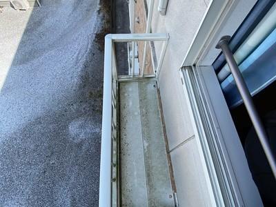 サービスバルコニーに室外機設置