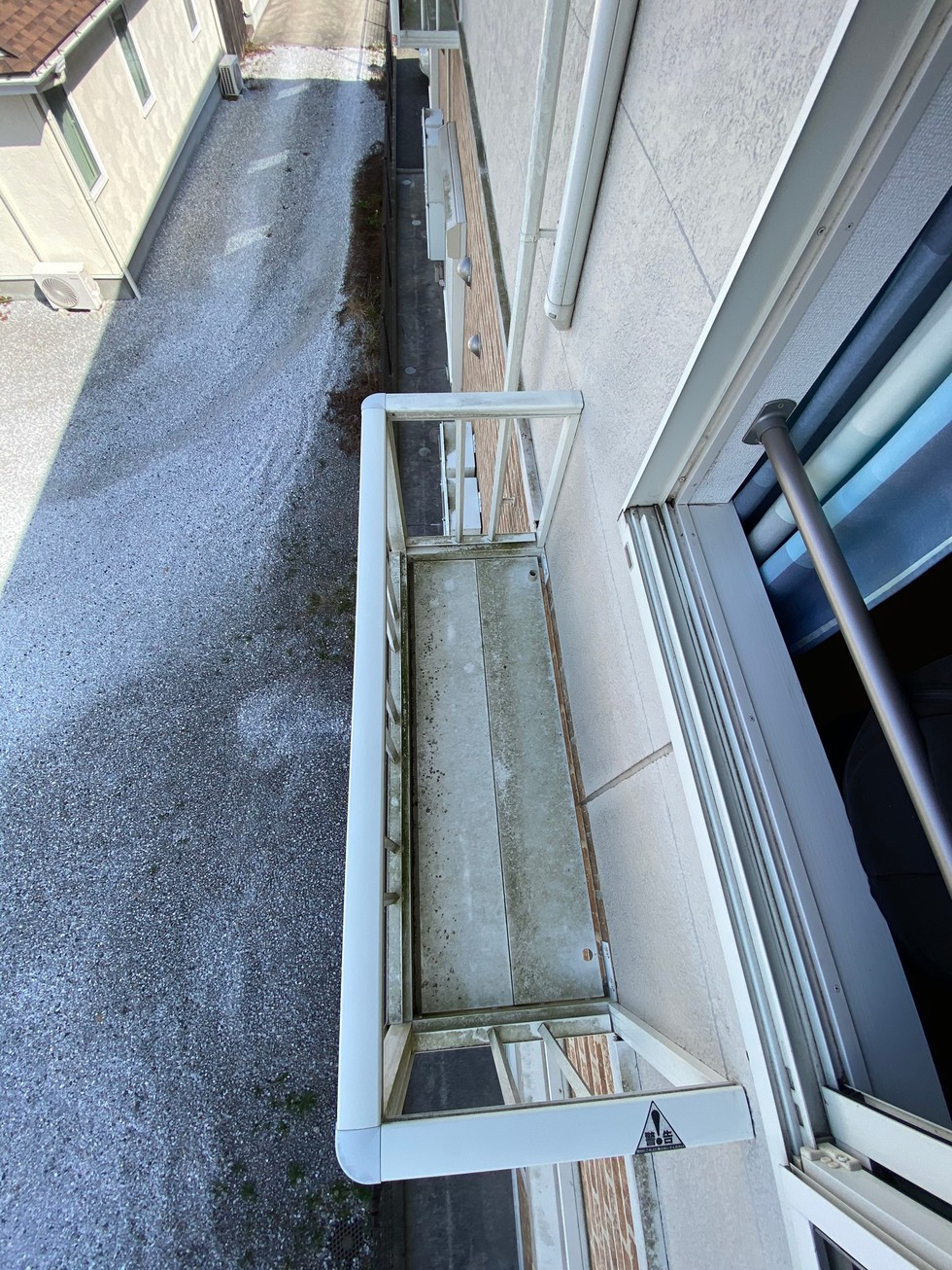 サービスバルコニーに室外機設置のサムネイル